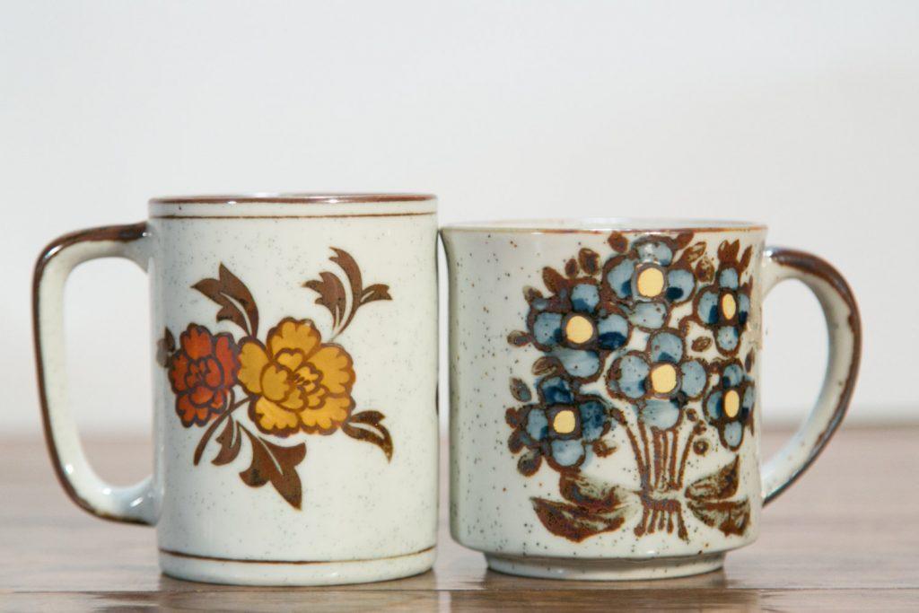 flower-stoneware-mugs