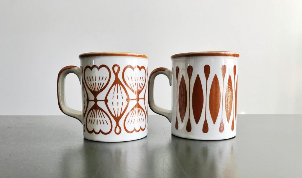 retro-coffee-cups-in-white-and-burnt-umber